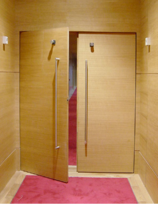 Puertas ac sticas de madera doortec madera ingenier a for Madera para puertas